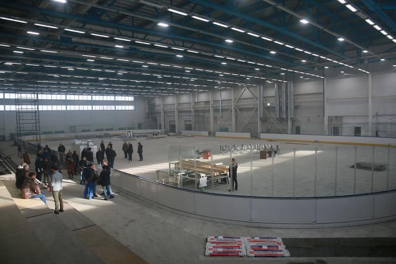 Александр Бердников проверил ход строительства ледового дворца в Майме