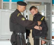 Более 50 опасных предметов, включая оружие, пытались пронести с начала года в суд посетители