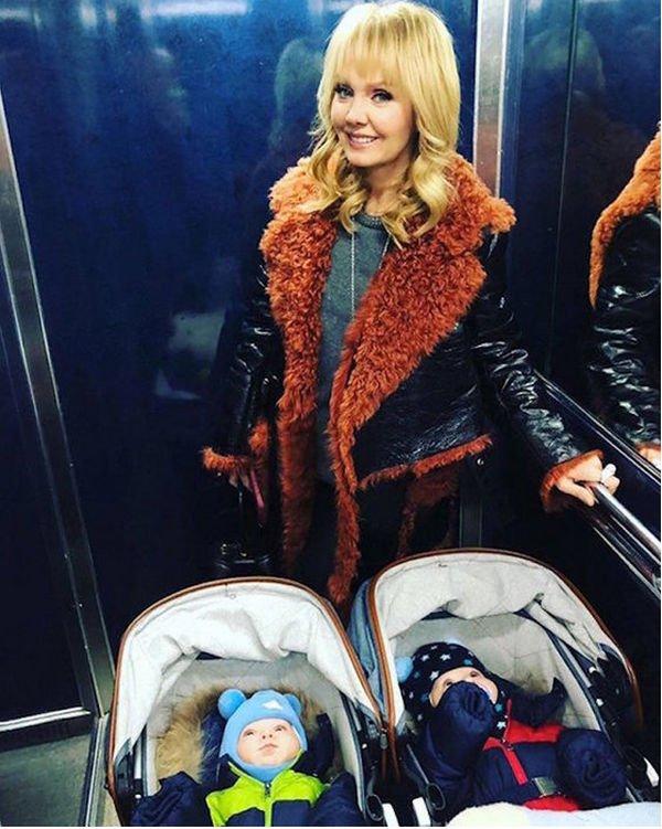 Картинки по запросу фото валерия с коляской с близнецами