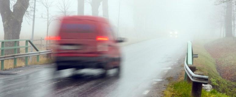 Как вести машину в тумане?