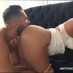 انطونيو سليمان ينيك الميلف المربربة بعد اللعب في بزازها