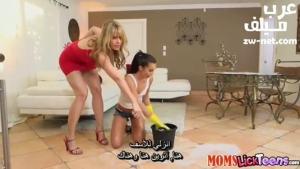الخادمة المراهقة والسيدة السحاقية