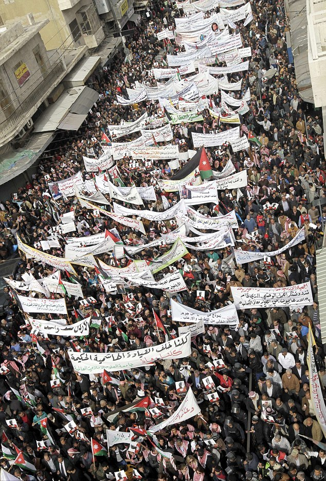 Jordan-thousands-protesters-streets-Amman-honour-Martyr-Moaz-burned-alive-ISIS