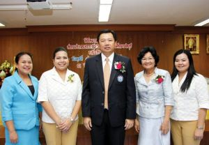 Wittaya Khunpluem (center), president of Provincial Administrative Organization at Chonburi