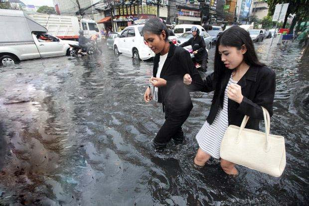 Bangkok governor Sukhumbhand rather than tackle the flooding problem in Bangkok. He tells city residents who could not cope with flooding to go live on a mountain