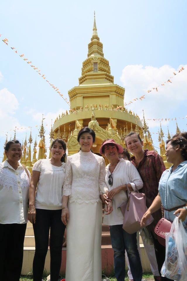 Yingluck-performs-rites-to-end-bad-luck (11)