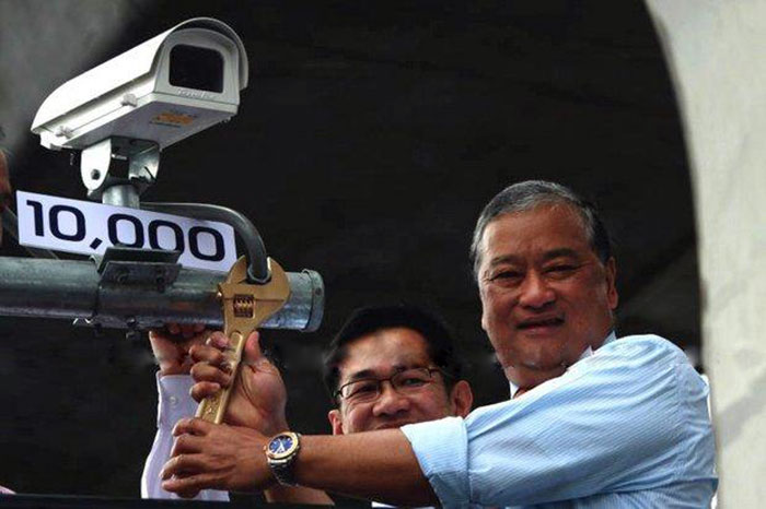 In June, 2011, Bangkok Governor MR Sukhumbhand Paribatra installed the 10,000th closed-circuit TV camera at Victory Monument, and more have been added. But as police revealed Monday, many are fake or faulty