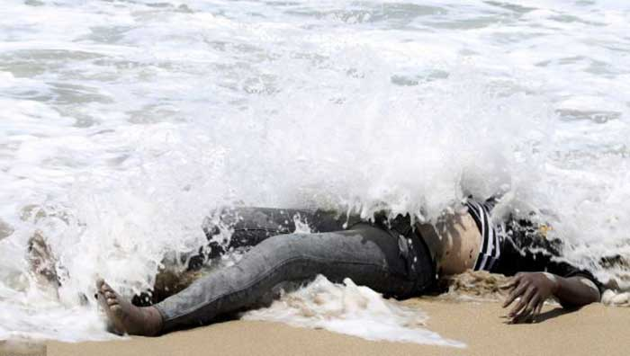 The-body-of-an-African-would-be-migrant-washed-up-on-the-shore-of-al-Qarboli-in-Libya