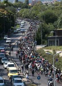 The-migrants-snaked-through-the-capital-in-a-line-stretching-nearly-half-a-mile-as-they-began-the-100-mile-journey-to-the-Austrian-border1