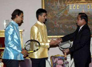 Novak-Djokovic-(C)-of-Serbia-and-Rafael-Nadal-(L)-of-Spain-give-rackets-to-Thai-Prime-Minister-Prayut-Chan-o-cha-(R)-during-a-meeting-at-the-Government-House-in-Bangkok,-Thailand,-October-2,-2015