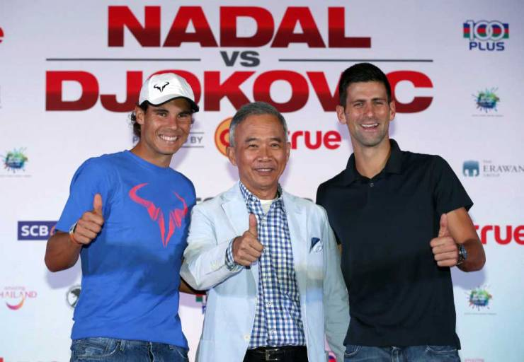 """(R-L) Novak Djokovic of Serbia, Suwat Liptapanlop, president of the Lawn Tennis Association of Thailand and Rafael Nadal of Spain pose for photographers after a news conference ahead of Friday's tennis friendly match called """"Back To Thailand - Nadal vs Djokovic"""" at a hotel in Bangkok, Thailand, October 1, 2015. REUTERS/Chaiwat Subprasom"""