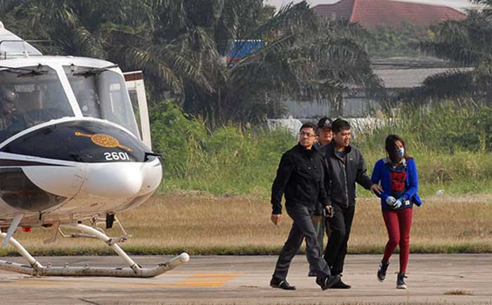 "Police-escort-Pridsana-""Ploy""-Seanubon,-Segarra's-girlfriend,-to-be-flown-from-Surin-to-Bangkok-by-helicopter."