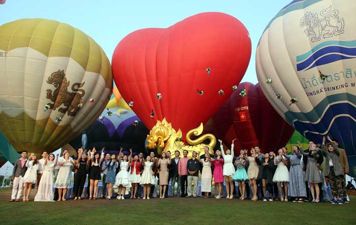 "21-couples-yesterday-soar-with-love-at-Singha-Park-in-Chiang-Rai,-as-part-of-its-""Balloon-of-Love""-event"