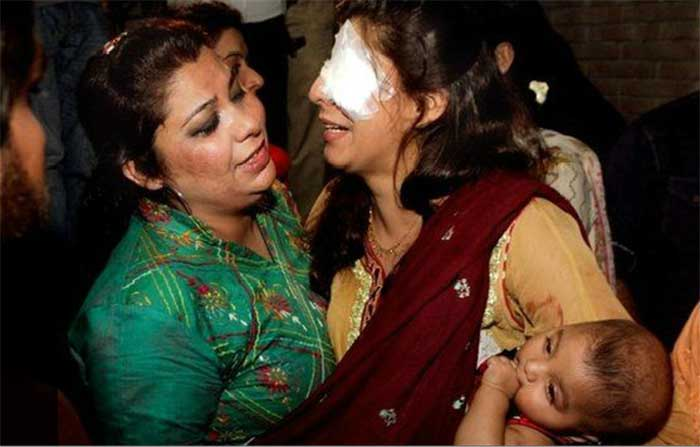 Pakistan-Taliban's-Easter-bombing-targets-Christians;-67-people-killed-(01)