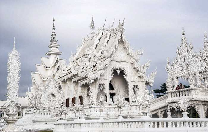 wat-rong-khun-one-of-the-most-popular-tourist-spots-for-chinese-tourists-in-thailand-is-situated-in-chiang-rai