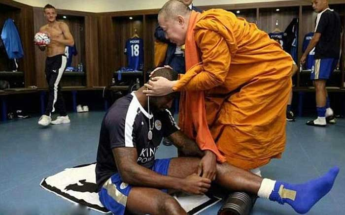 The-club's-Thai-owners-have-introduced-religious-rituals-before-games-here,-Leicester-City's-captain-Wes-Morgan-receives-a-blessing-from-a-Buddhist-monk