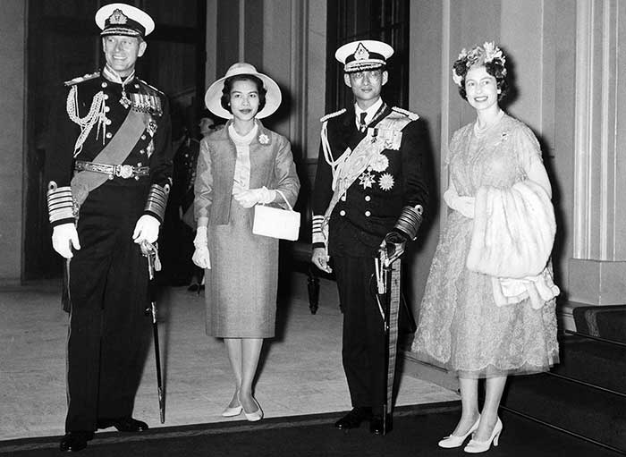 19 July 1960: King Bhumibol Adulyadej and wife Queen Sirikit Kitiyakara pose with Queen Elizabeth II and Prince Philip, Duke of Edinburgh at Buckingham Palace in London