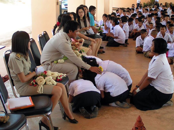 Teachers day in Thailand (วันครู Wan Kruu) is celebrated every year on Jan 16th