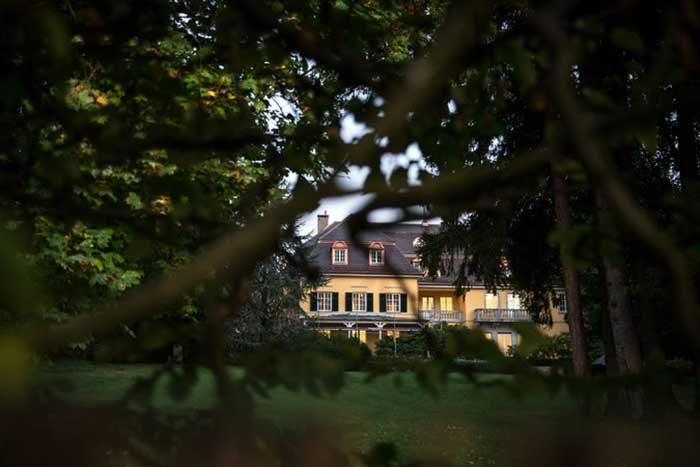 Vajiralongkorn's-villa-on-the-exclusive-Lake-Starnberg-in-southern-Germany - 10 million euros