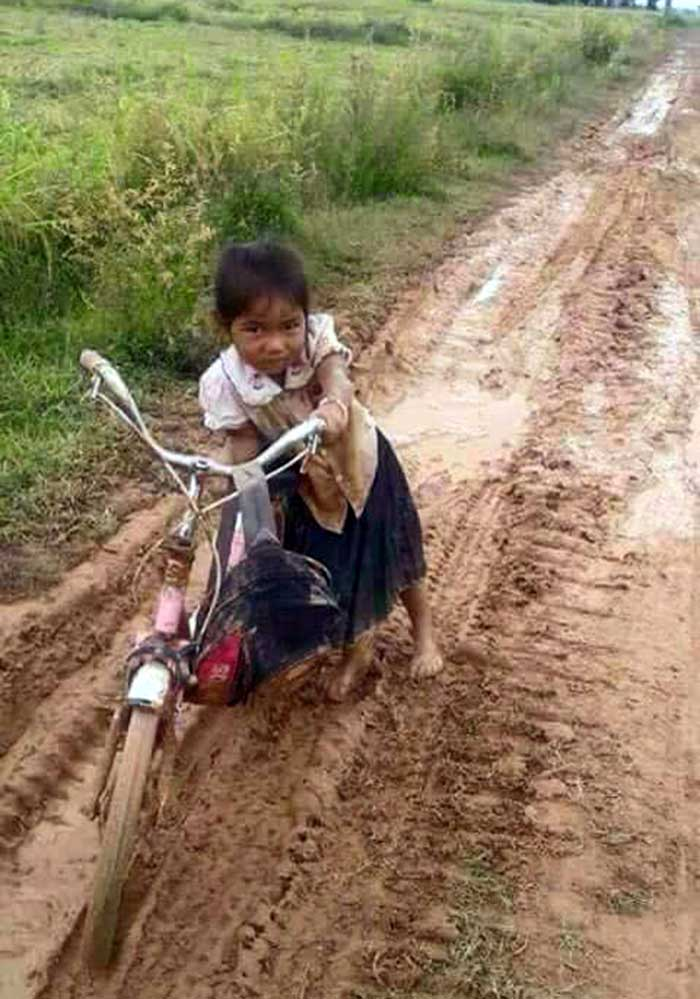 Poor in Thailand - The way to School.