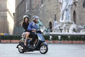 Mit dem Roller durch Städte und am Meer entlang – Quelle: Piaggio Deutschland GmbH