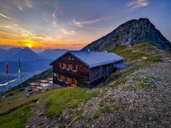 Nördlinger Hütte auf dem Freiungen Hühenweg