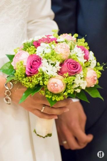 Zweikameras Hochzeit Brautstrauß - Ring Regen Rosenblattkanonen
