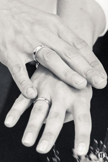 Zweikameras Hochzeit Ringe Finger - Ring Regen Rosenblattkanonen
