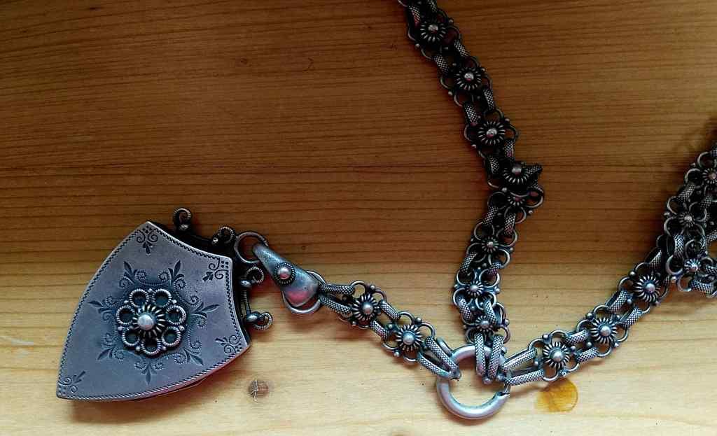 Amulett mit Kette - aus dem Besitz meiner Großmutter