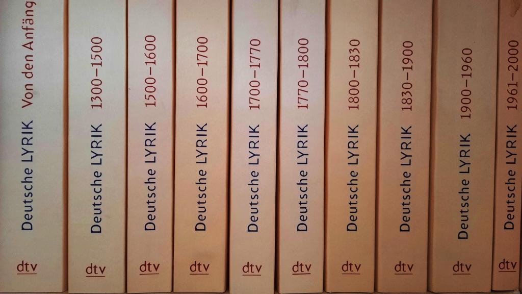 Bücher - Rücken der Lyrikreihe