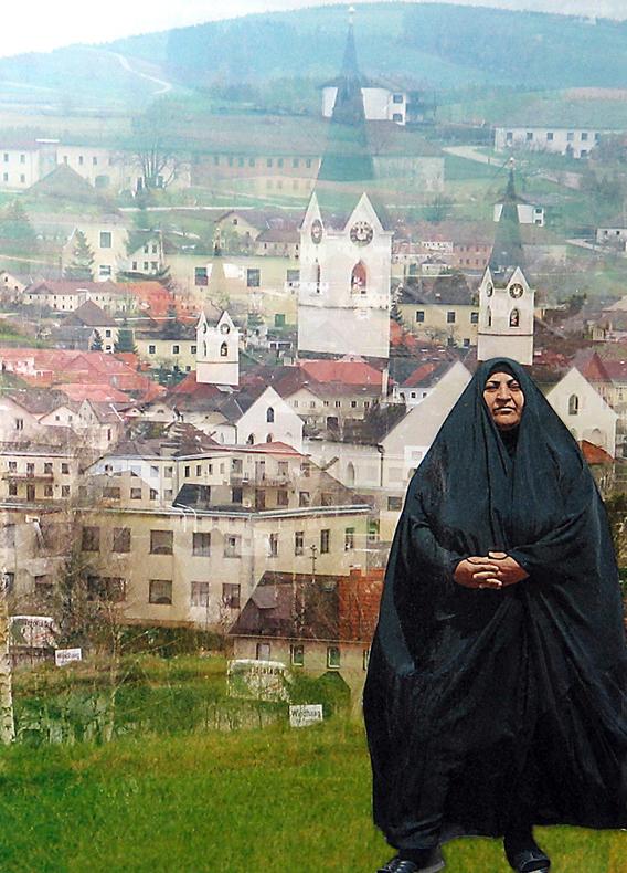 muslimin-vor-kirchturm