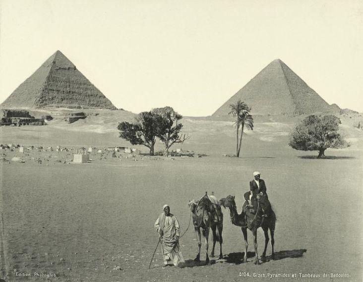 Piramidy w Gizie i krypty beduinów