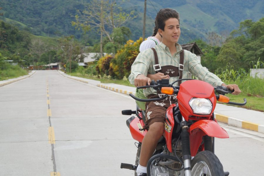 Wenn die Schotterpisten fester Straße weichen und einem Jungs in Lederhosen auf dem Motorrad entgegenkommen, dann weiß man: Jetzt ist man angekommen.