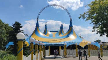 Auf zum Zirkuszelt!