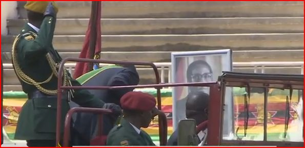 VIDEO: Mugabe bows down to own portrait at National Sports Stadium