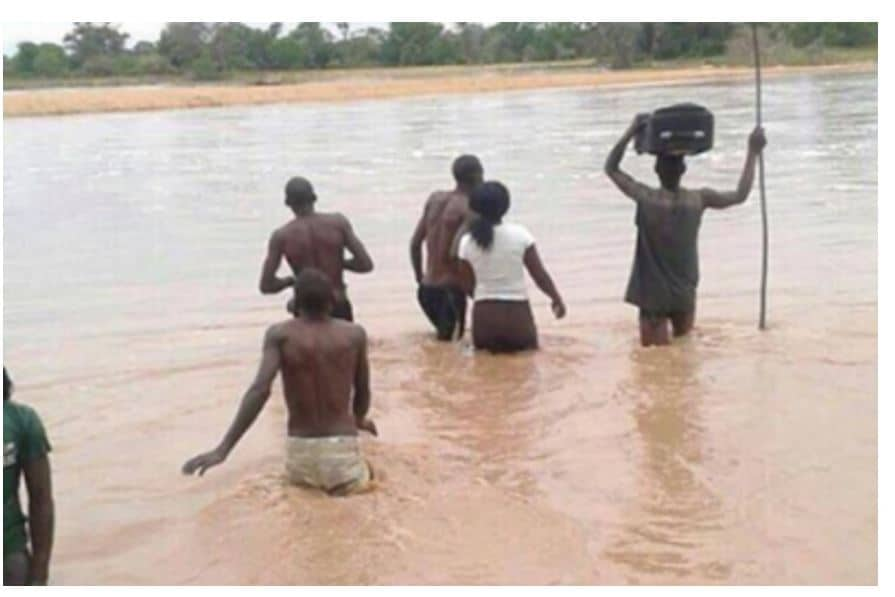 Goods smugglers from Zim and SA open unofficial border posts along Limpopo River