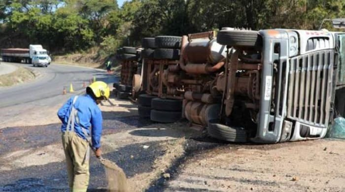 Truck with 30000 litres of fuel overturns at Christmas Pass in Mutare