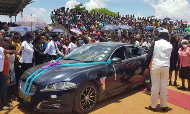 Full Stadium: Chiredzi homeless-jobless man attracts BIG crowd at his wedding….PICTURES