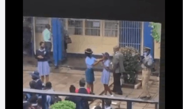 VIDEO: ZRP police officers beating Kwekwe High School students for not wearing face masks