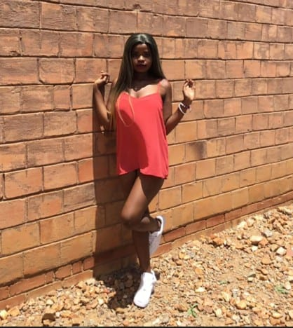 Vivica  Mbovora Nobhekimpilo(21): Zimbabwean woman breaks internet with racy pictures