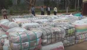 A Zimbabwean, 6 foreign nationals nabbed trying to smuggle 275 bales of clothes