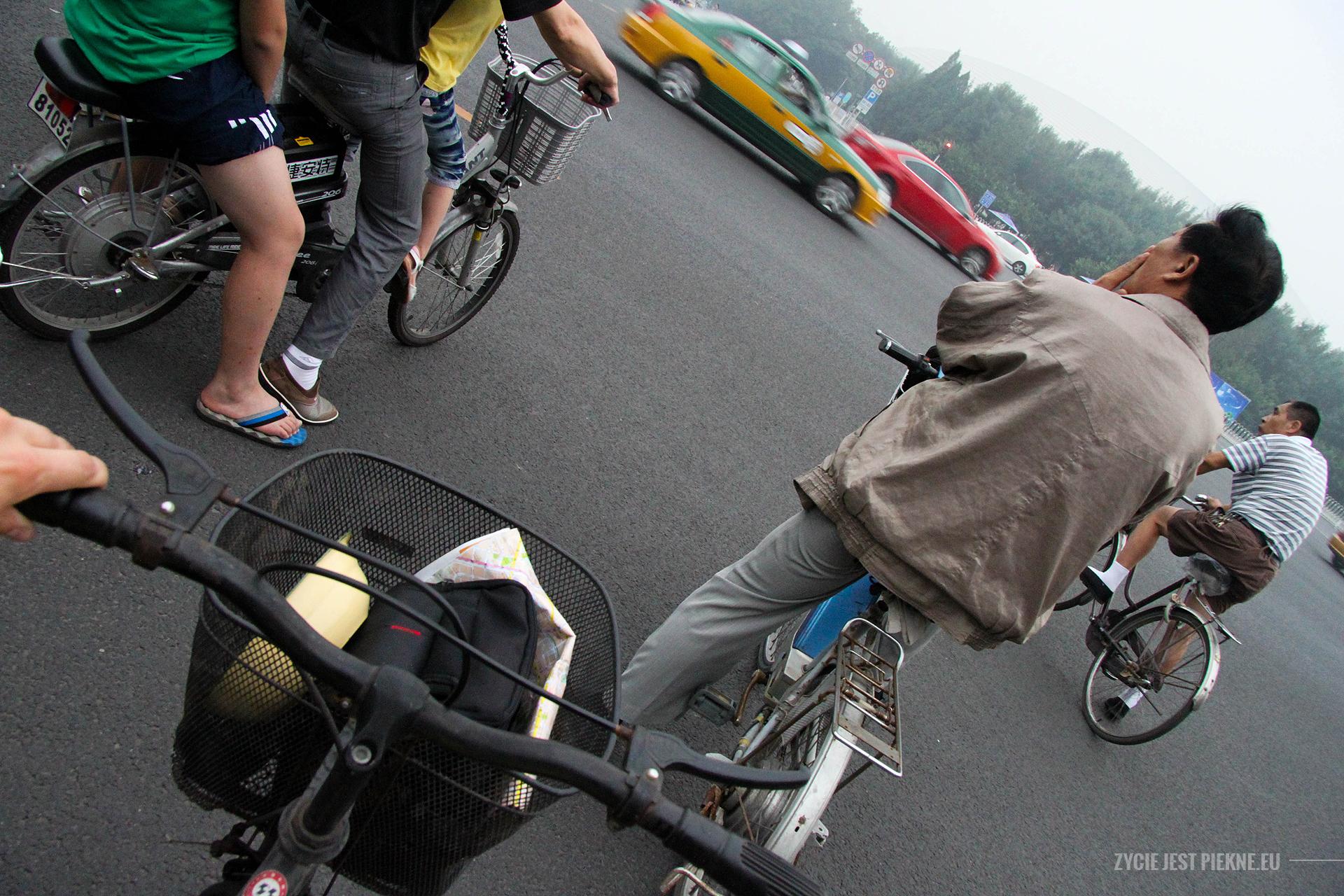 Sposób napekińskie łamigówki - rower. Pożyczony odpoznanego whostelu Kanadyjczyka