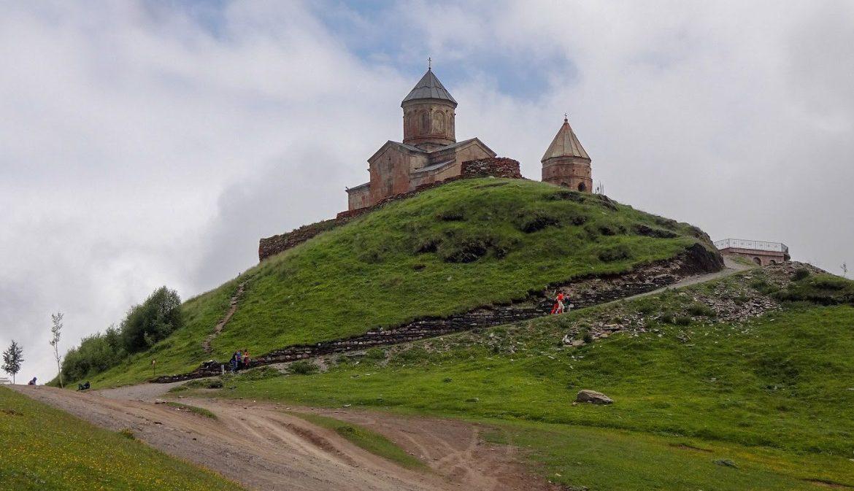 Cminda Sameba Kazbegi Gruzja Co zobaczyć i zwiedzić w gruzji Góry