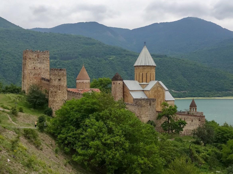 twierdza Ananuri jezioro żinwalskie Gruzja co zwiedzić i zobaczyć w gruzjii transport