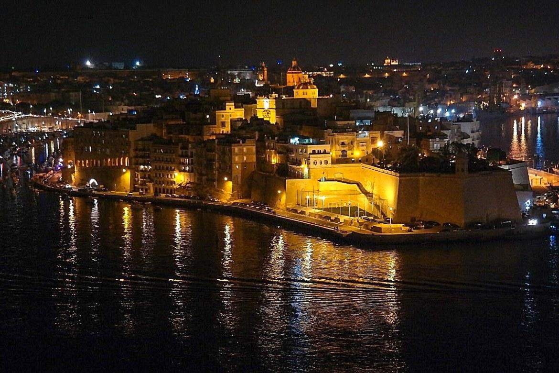 Valetta-nocą-malta-barrakka-ogrody-panorama  Co zwiedzić i zobaczyc na malcie zwiedzanie malty blog