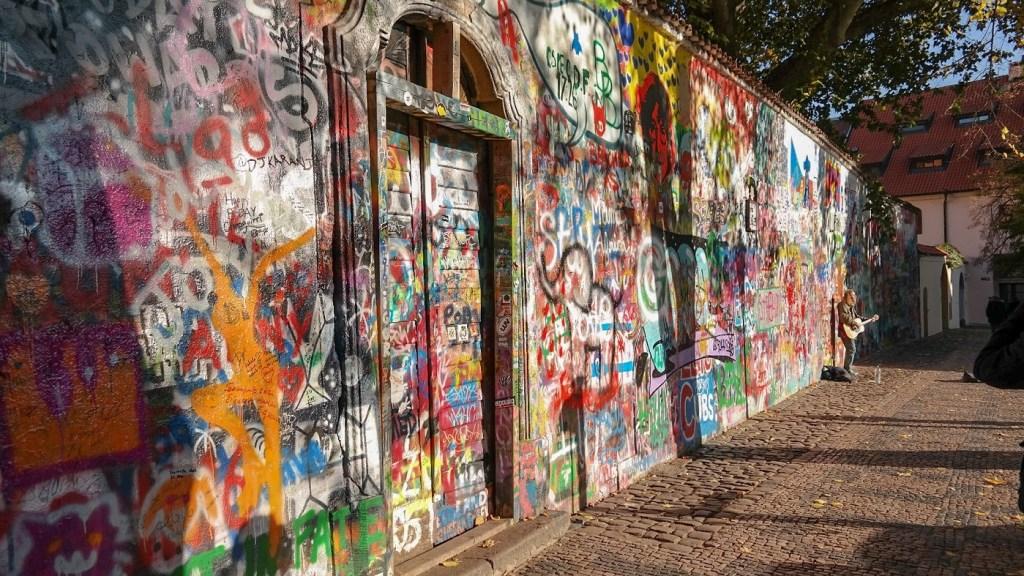 Mur Lenona Praga co zwiedzic weekend w pradze