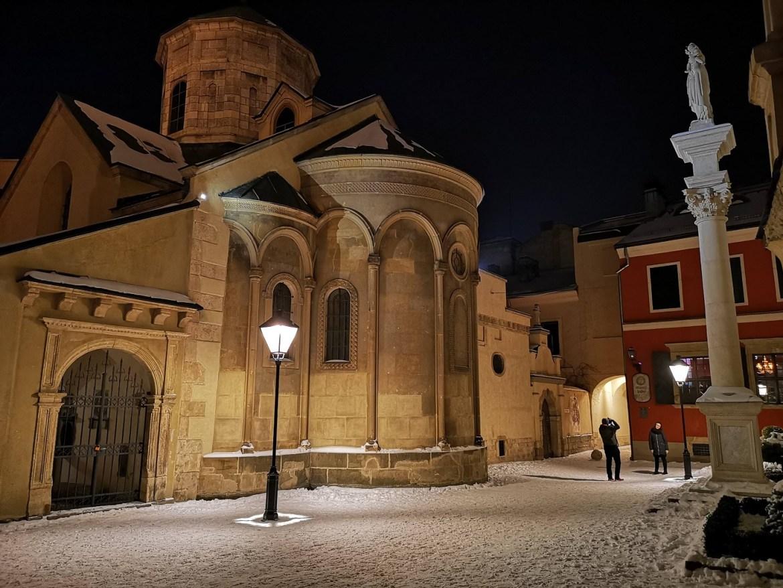 katedra ormiańska lwów zimą