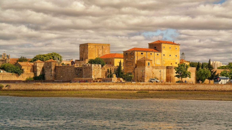 Faro od strony Ria Farmosa