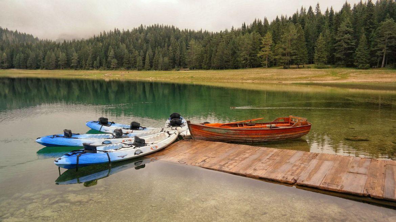 Czerne Jezioro Durmitor w Czarnogórze kajaki