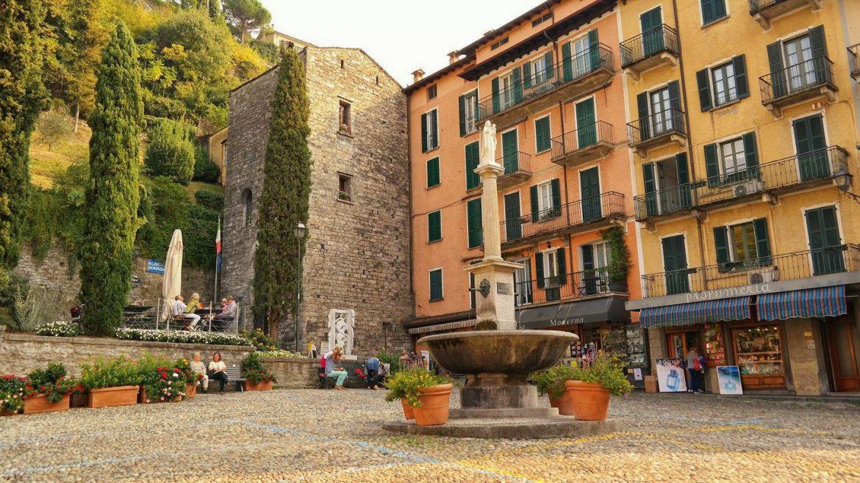 Plac przy Chiesa San Giacomo Bellagio Włochy co zobaczyć lecco varenna bellagio